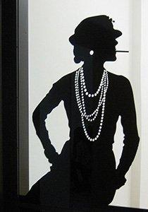 Schwarz, weiss, Coco Chanel: Portrait einer Stilikone