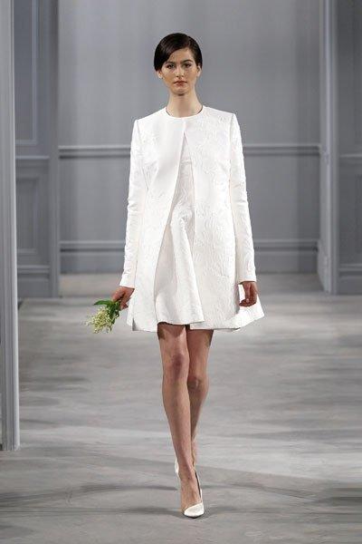 Schöne kurze Hochzeitskleider: Schlicht mit Blazer