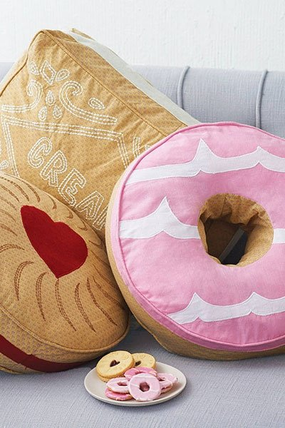 weihnachtsgeschenke f r frauen donut kissen. Black Bedroom Furniture Sets. Home Design Ideas