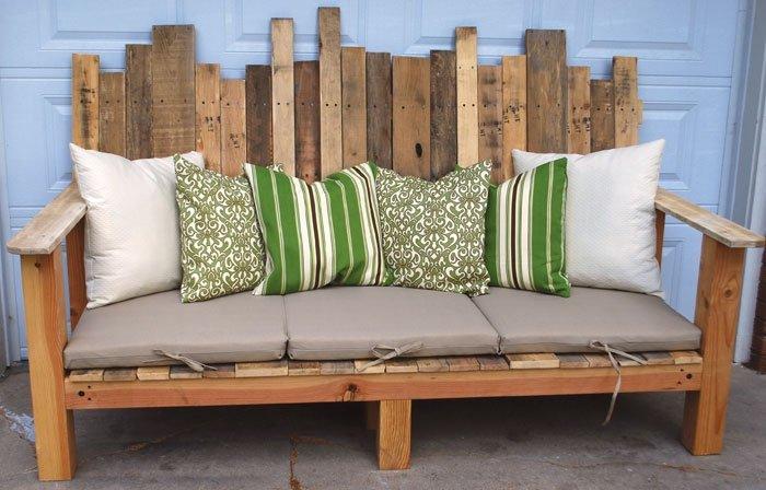 m bel aus holzpaletten gem tliche sitzbank. Black Bedroom Furniture Sets. Home Design Ideas