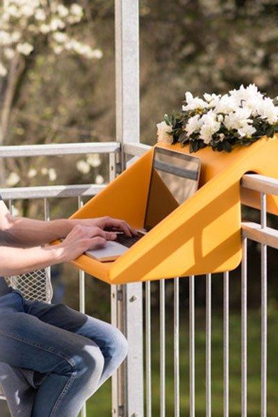 Praktische Balkon Deko Tischchen Am Balkongelander