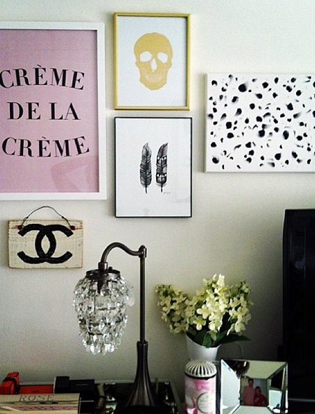 ideen: galerie-wand über dem nachttisch, Schlafzimmer design