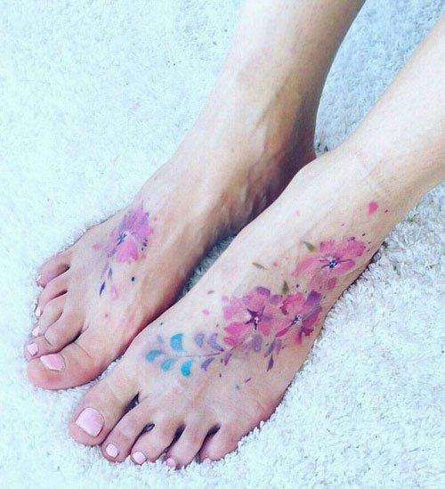 tattoo mit blumen tattoo blumen tattoo oberarm blumen. Black Bedroom Furniture Sets. Home Design Ideas
