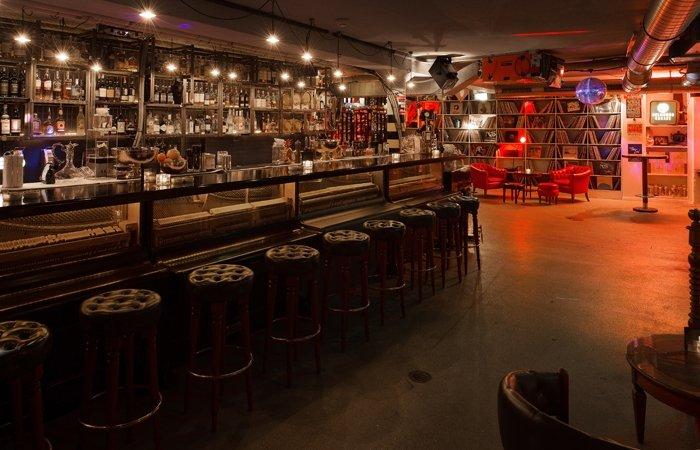 Bars in zürich widder garage