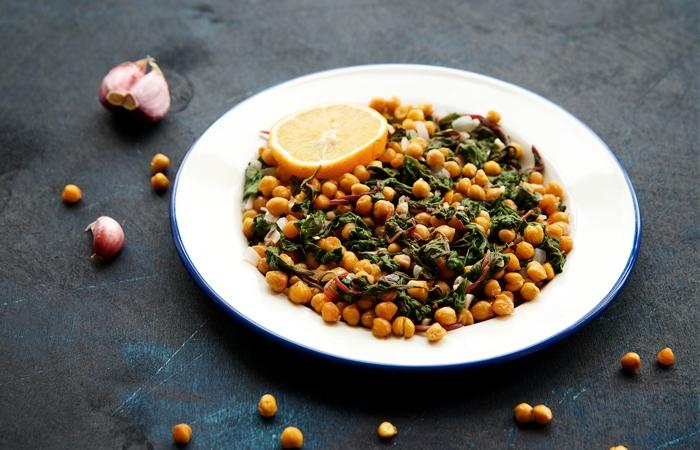 Sommerküche Leichte Rezepte : Lauwarmer kichererbsen salat mit krautstiel leichte sommerküche