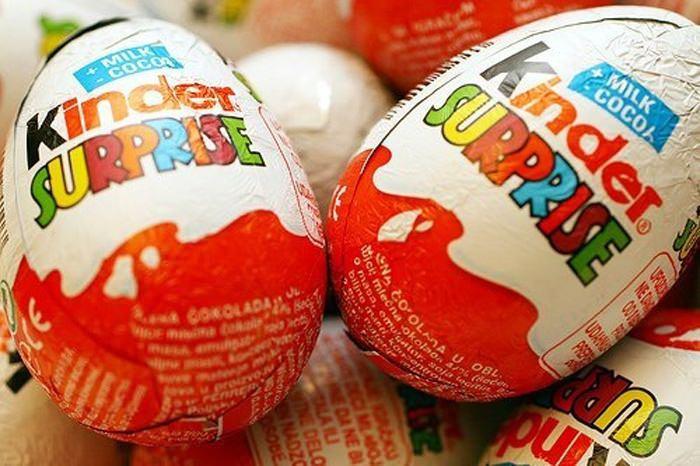 """8 фактов о Киндер Сюрпризе: 1.  """"Сюрпризы """" из шоколадного яйца радуют нас с 1972 года."""