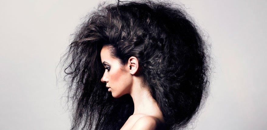 Durch Toupieren wird das Haar strapaziert. Beauty-Expertin Beat Petri verrät wie es schonender gelingt.