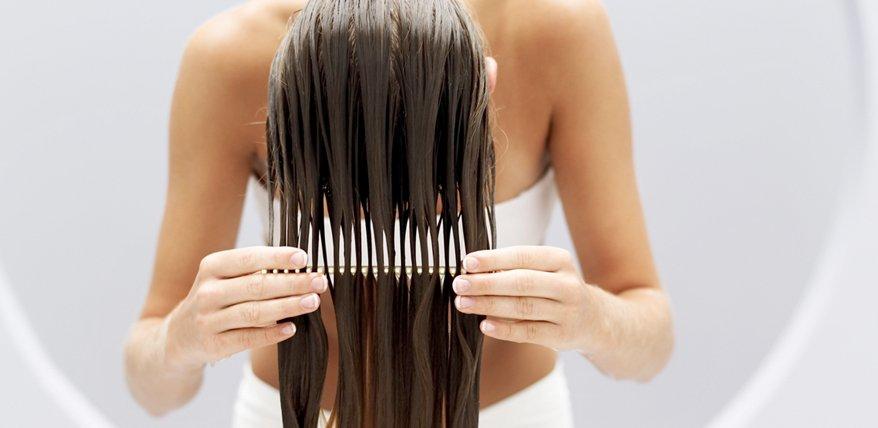 Lange haare kopfuber waschen