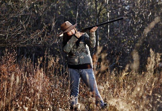 «Die Jagd, das Tier, der Moment» Was Frauen mit dem Gewehr in den Wald treibt
