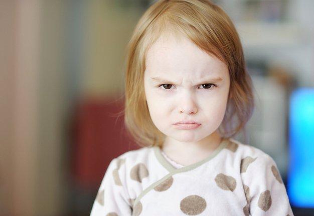 Wie Eltern richtig reagieren, wenn ein Kleinkind schlägt
