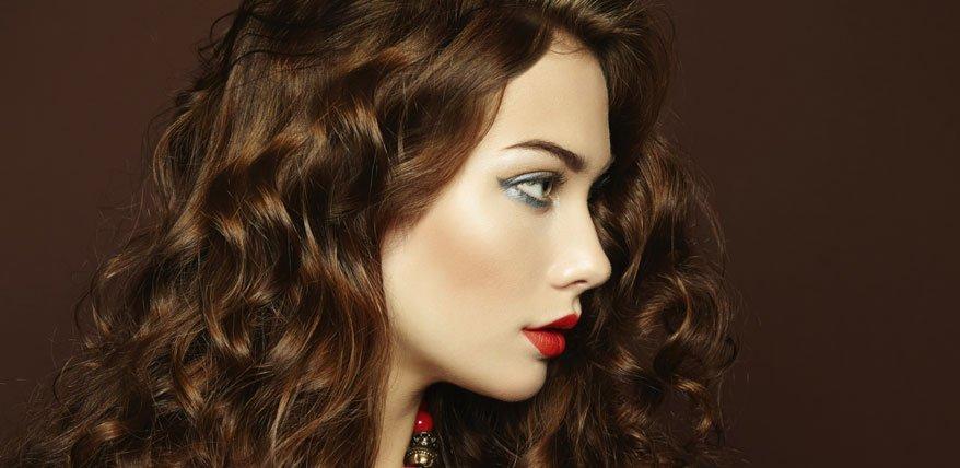 Schöne Locken: So pflegen sie welliges Haar