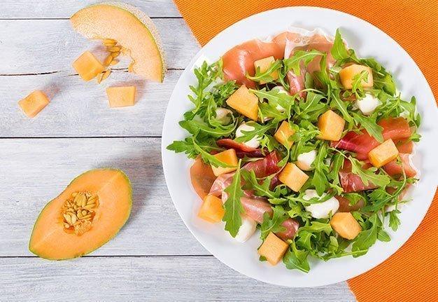3 frische Melonensalat-Rezepte, die euch den Sommer versüssen.