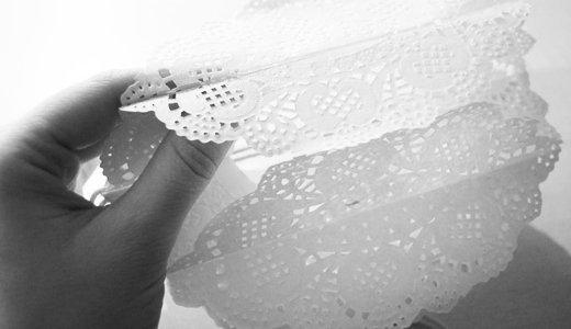 Partydeko selber machen: Pompoms aus Tortenspitze