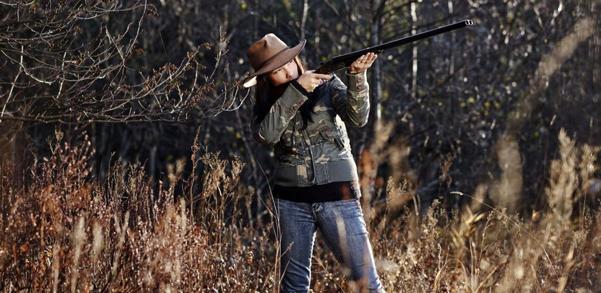 Woher kommt die wibliche Lust am Jagen? Zwei Schweizer Jägerinnen im Porträt.