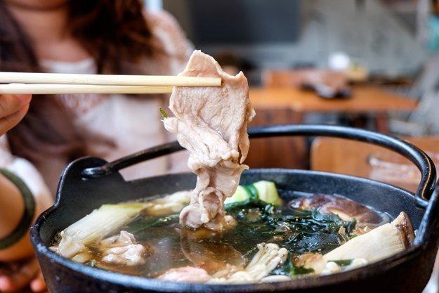 Im Shabu Sahabu Top darf man von Rindfleisch über Fisch und Gemüse alles Garne. Denn alles schmeckt lecker.