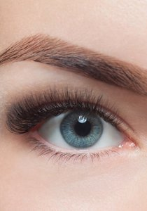 Wimpernserum im Test: Zwei Redaktorinnen testen Wimpernseren auf Wirkung und Nebenwirkung