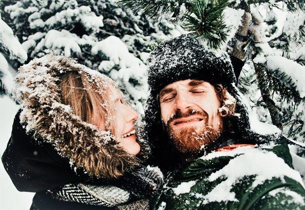 Die besten Date Ideen für den Winter: Romantik für kühle Tage