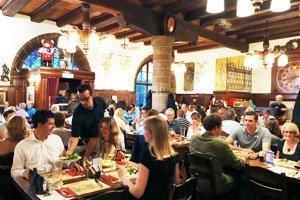 zeughauskeller restaurant mittagessen zuerich